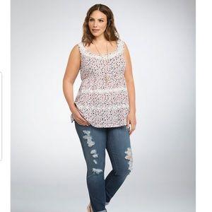 Torrid Floral Crochet Lace Trim Top Size 1X EUC